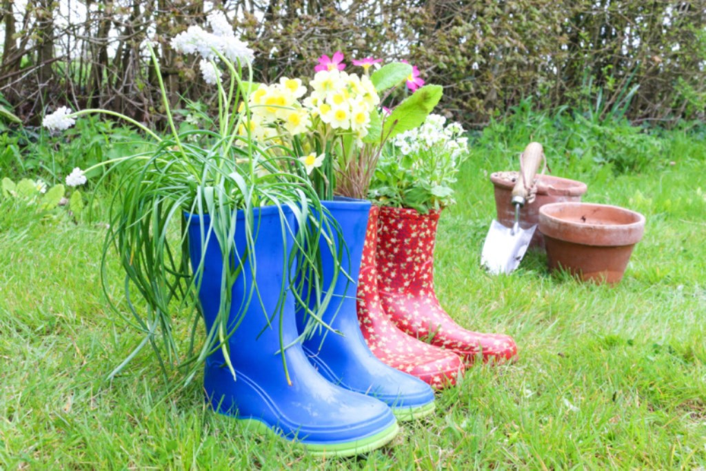 Weekend DIY project - Welly boot plant pots